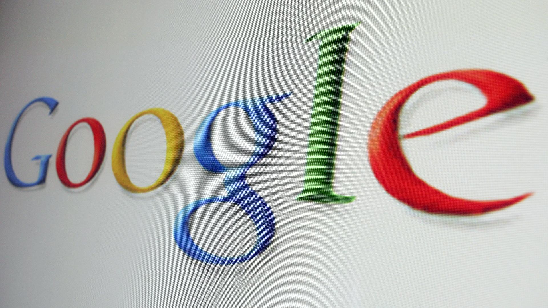 Google Logo on Computer-159532.jpg68043161